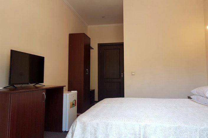 Стандартный номер в корпусе В отеля Царская аллея, Новый Афон, Абхазия
