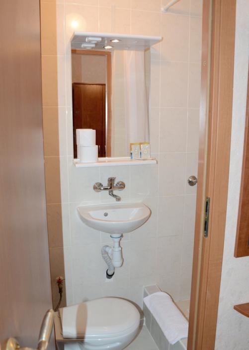 Туалетная комната номера Стандарт Плюс гостиницы Чайка