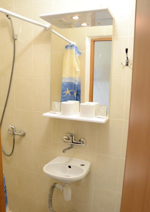 Туалетная комната Улучшенного номера гостиницы Чайка