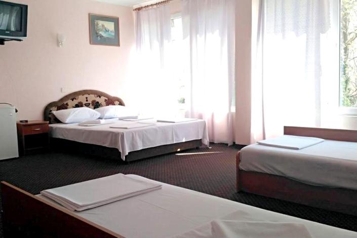 Семейный трехместный номер гостиницы Чайка