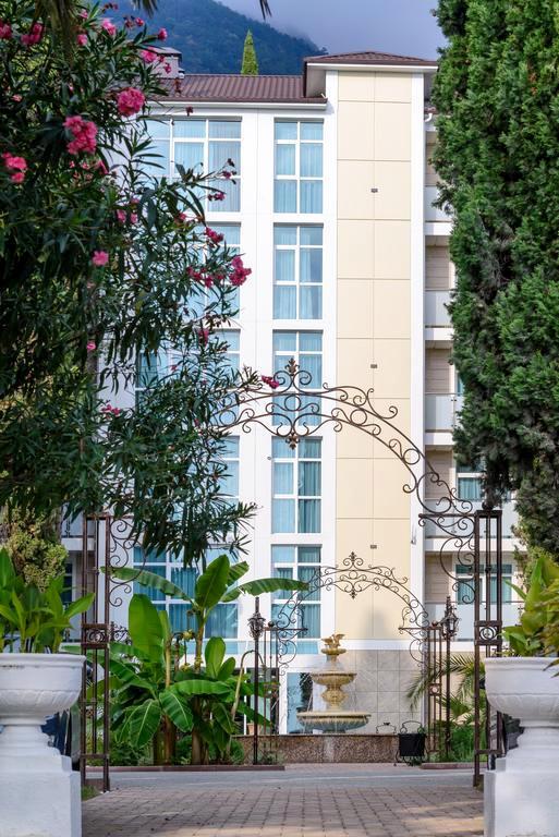 Новый корпус санатория им. Челюскинцев, Гагра, Абхазия