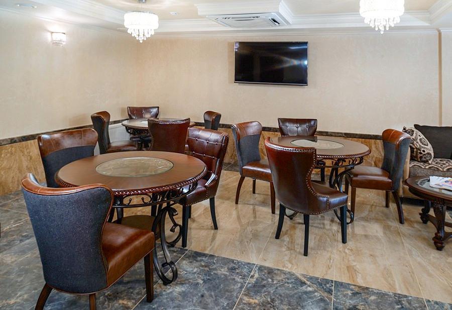 Лобби-бар в холле Нового корпуса санатория им. Челюскинцев, Гагра, Абхазия