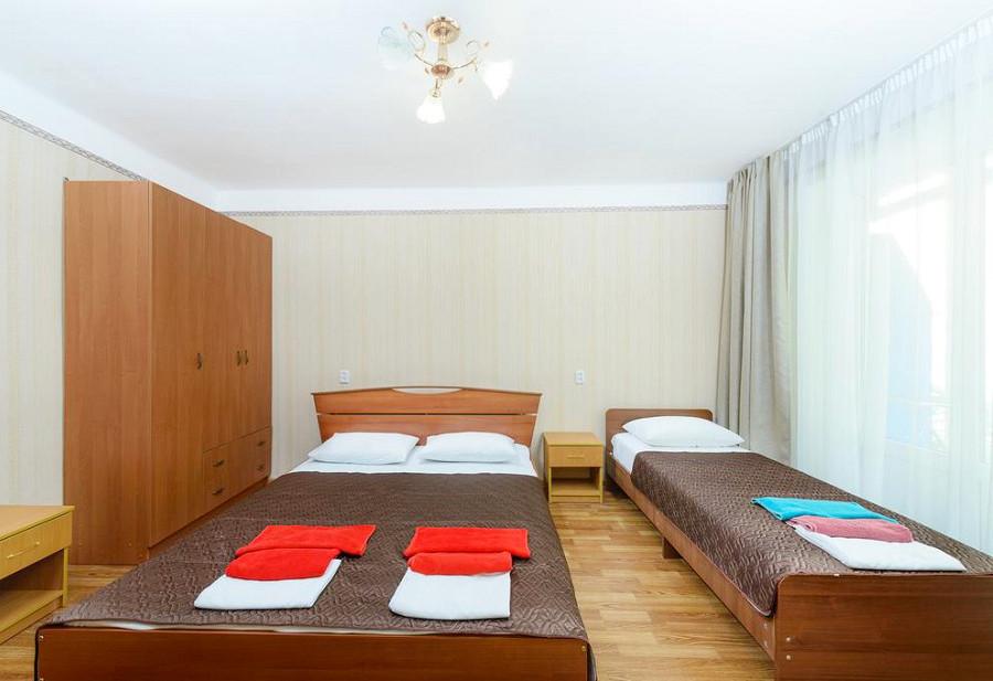 Стандарт 3-х местный санатория им. Челюскинцев, Гагра, Абхазия