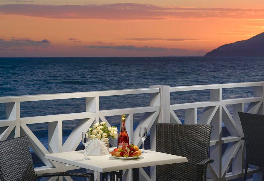 Ресторан на пляже санатория им. Челюскинцев, Гагра, Абхазия