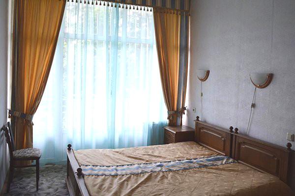 Двухместный двухкомнатный номер в Корпусе №5 санатория Чемитоквадже МО РФ, Сочи