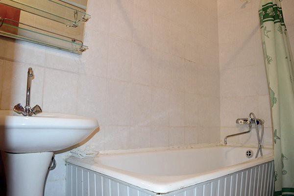 Туалетная комната двухкомнатного номера в Корпусе №5 санатория Чемитоквадже МО РФ, Сочи