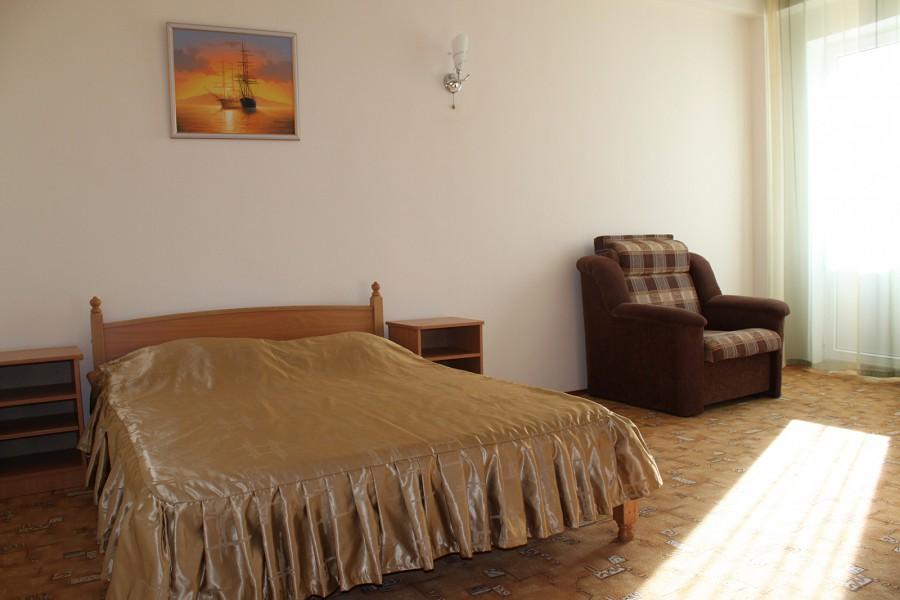 Стандарт трехместный двухкомнатный отеля Черноморочка