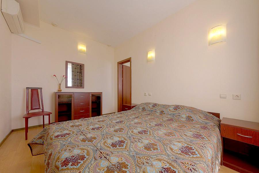 Стандарт трехместный двухкомнатный гостиницы Черноморская