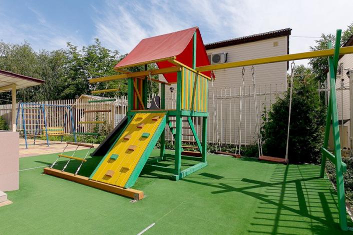 Детская площадка гостиницы Черноморская