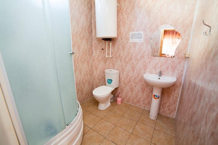 Туалетная комната в коттедже комплекса Чистая вода