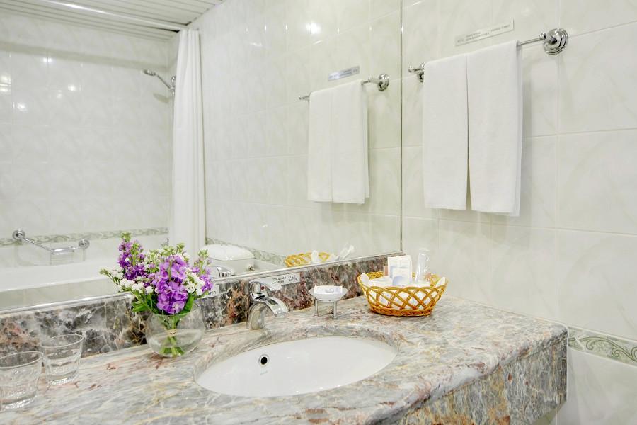Туалетная комната номера Стандарт в City Park Hotel