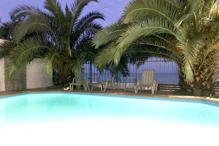 Бассейн Constanta Hotel