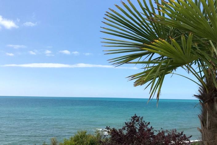 Вид на море с террасы Constanta Hotel