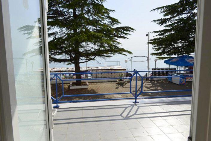 Вид на море с террасы на первом этаже пансионата Кукуруза, Сочи, Мамайка