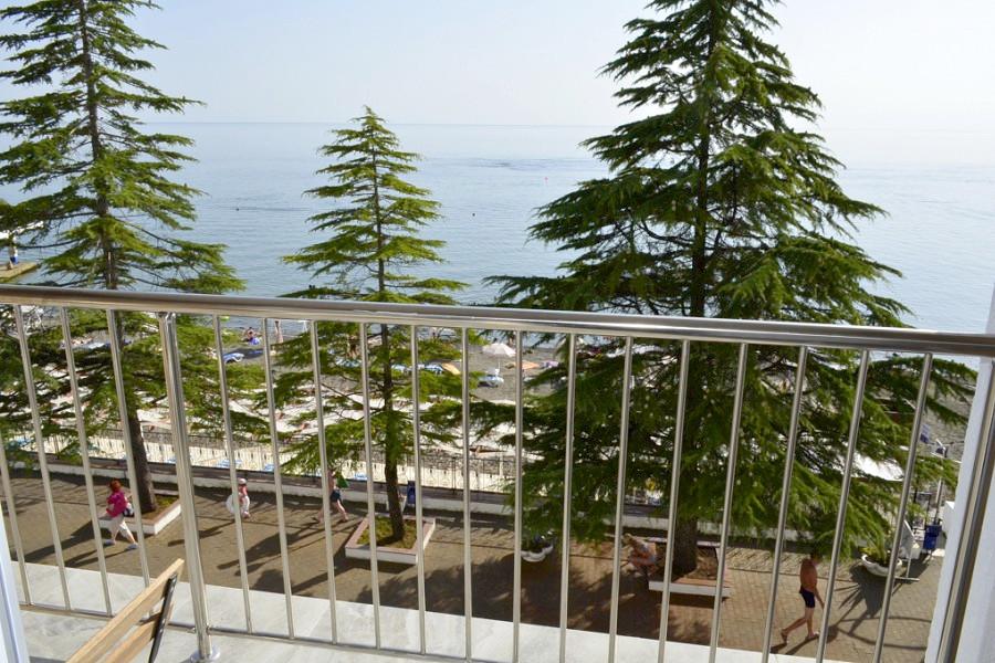 Вид на море с балкона номера пансионата Кукуруза, Вид на море с балкона номера пансионата Кукуруза, Сочи, МамайкаСочи, Мамайка