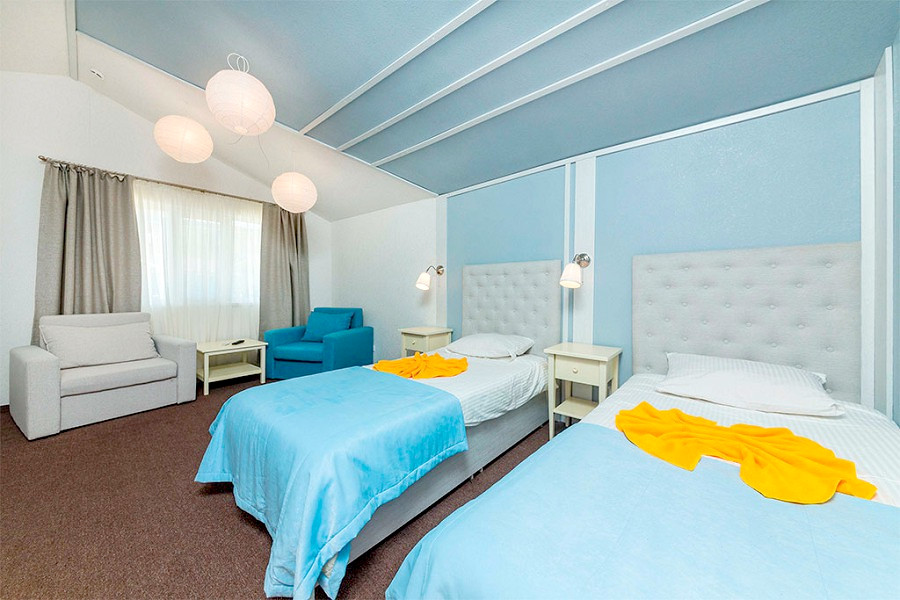Стандарт с раздельными кроватями раскладным креслом и диваном отеля Дача Del Sol