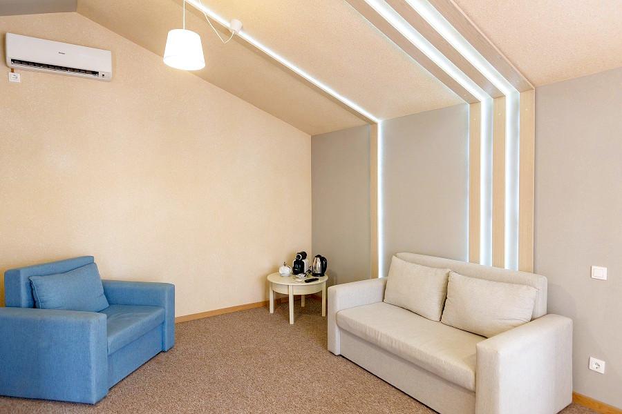 Сюит с раскладным креслом и диваном отеля Дача Del Sol