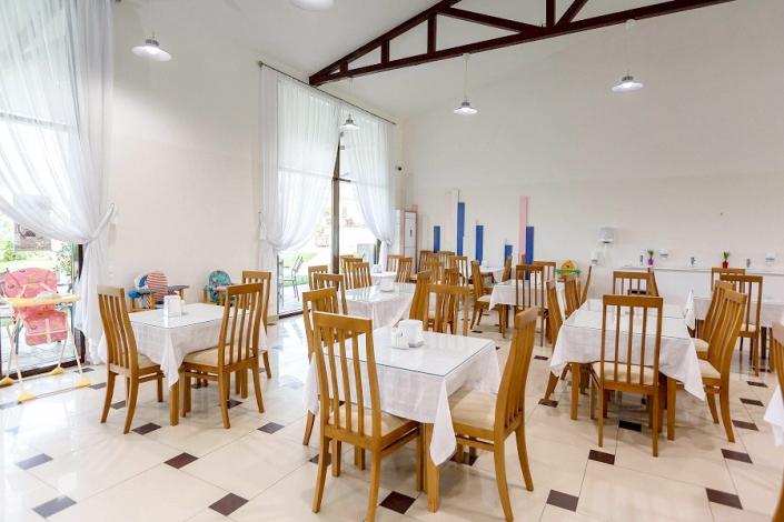 Обеденный зал отеля Дача Del Sol
