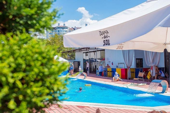 Бар у бассейна отеля Дача Del Sol