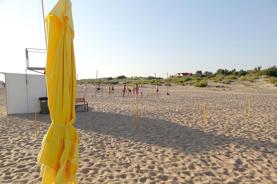 Волейбольная площадка на пляже отеля Дача Del Sol