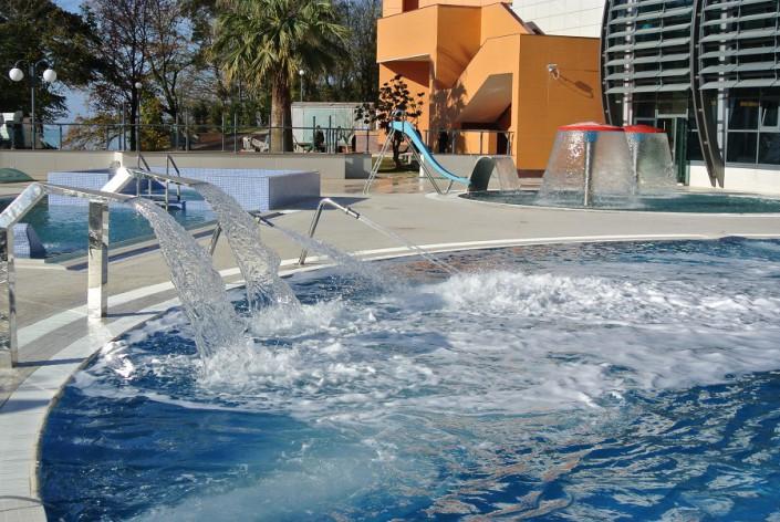 Открытый бассейн оздоровительного комплекса Дагомыс