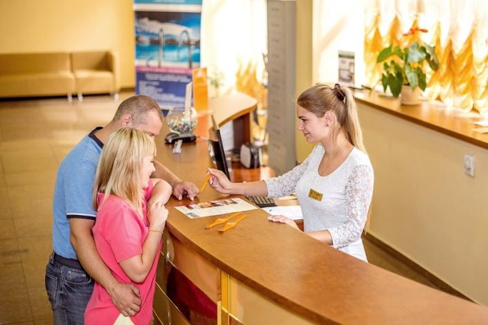 Служба приема и размещения гостей отеля Де ла Мапа