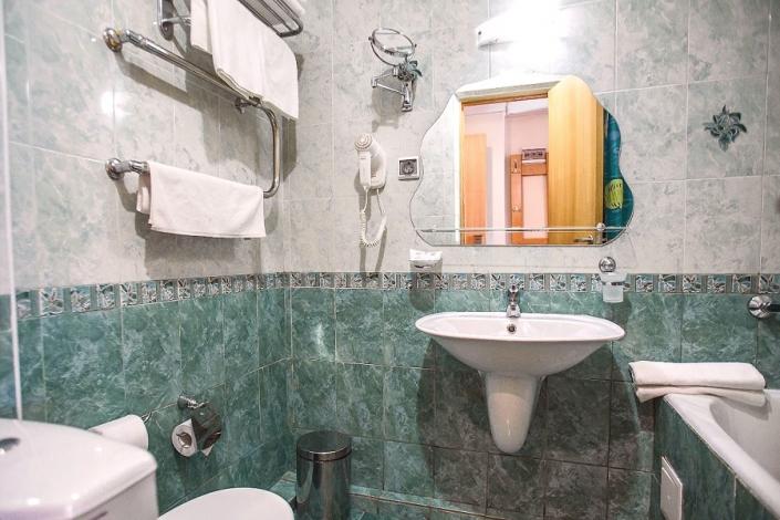 Туалетная комната номера Коннект отеля Де ла Мапа