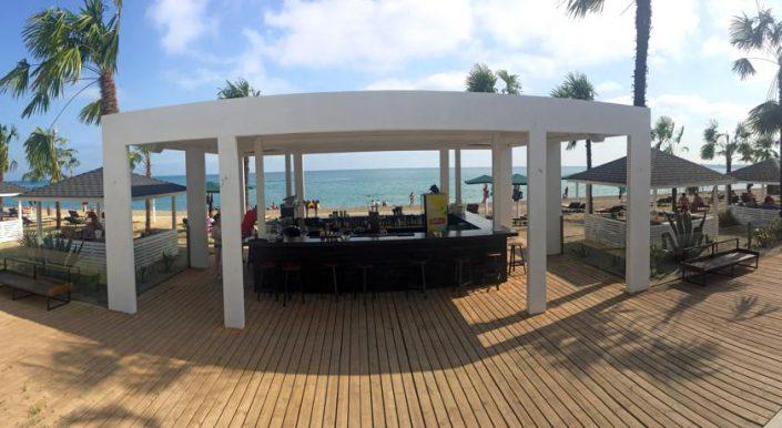Бар на пляже отеля Del Mar