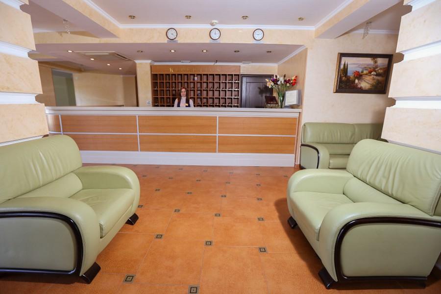 Служба приема и размещения отеля Дельфин, Пицунда, Абхазия