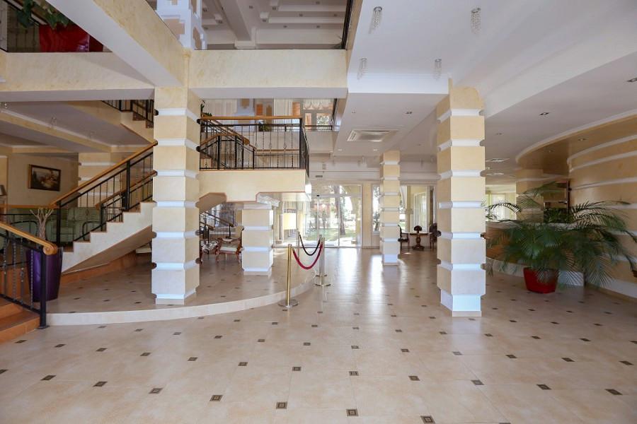 Холл отеля Дельфин, Пицунда, Абхазия