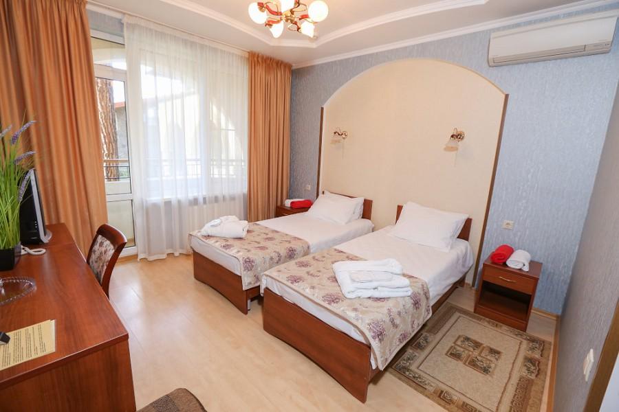 Стандартный номер отеля Дельфин, Пицунда, Абхазия