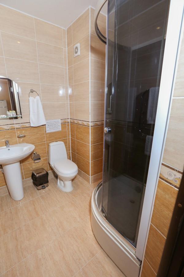 Туалетная комната номера Люкс отеля Дельфин, Пицунда, Абхазия
