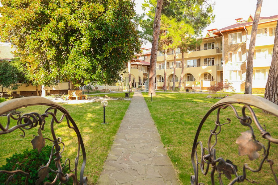 Территория отеля Дельфин, Пицунда, Абхазия
