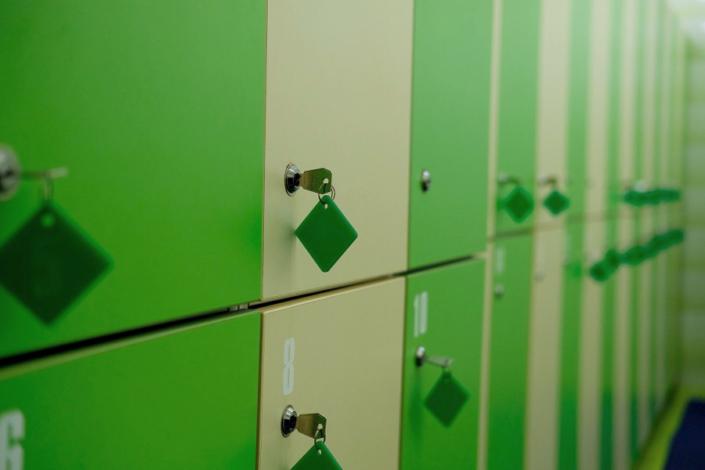 Шкафчики в бассейне санатория ДиЛУЧ