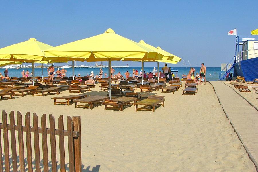 Пляж санатория ДиЛУЧ