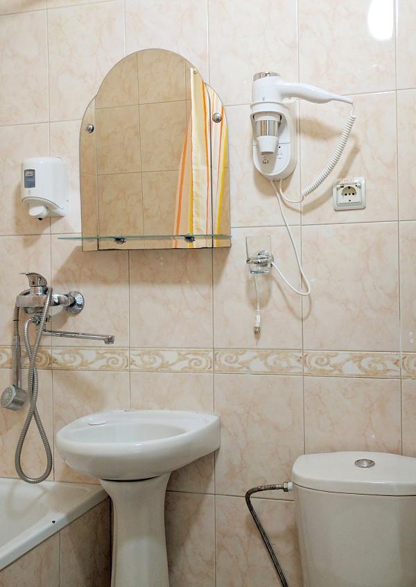 Туалетная комната номера Эконом в отеле Дивный