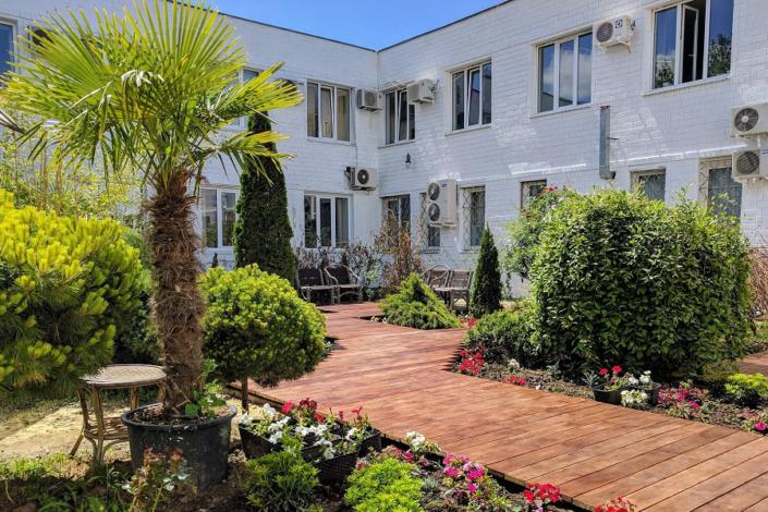 Внутренний дворик отеля Дивный