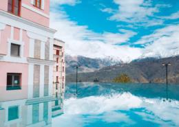 Открытый бассейн отеля Долина 960