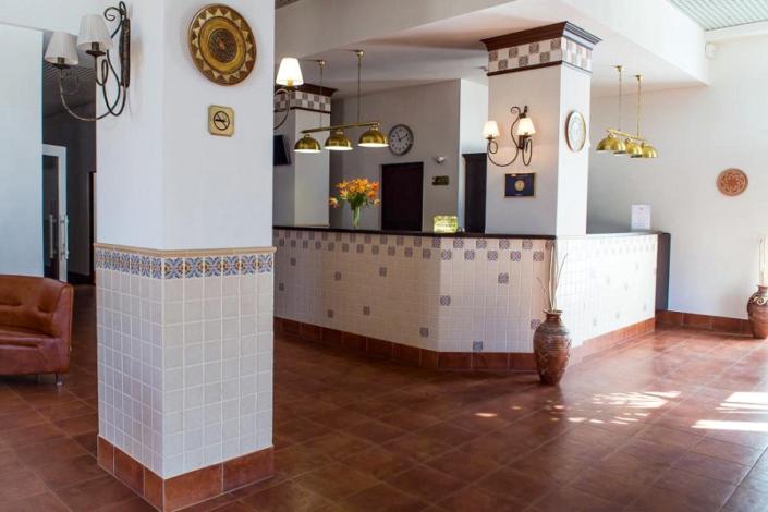 Служба приема и размещения гостей отеля Донна Роза