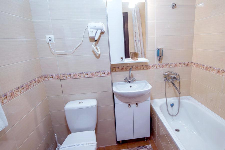 Туалетная комната номера Комфорт в отеле Донна Роза