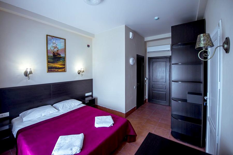 Семейный четырехместный двухкомнатный отеля Донна Роза