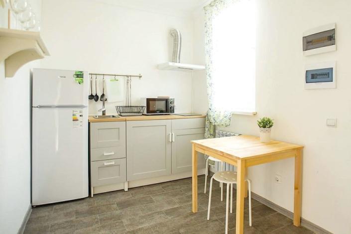 Кухня в двухэтажном коттедже пансионата Dublin & Dolphin