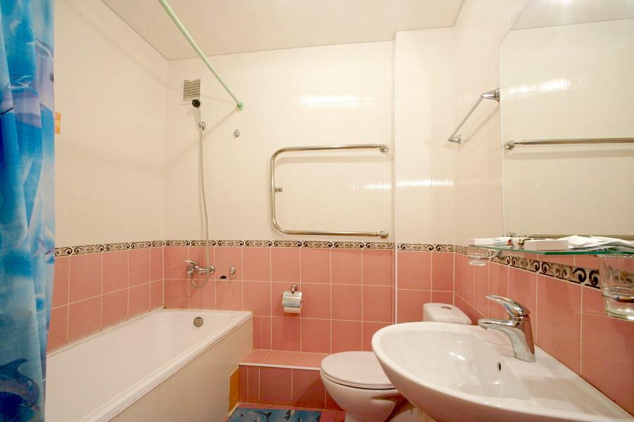 Туалетная комната номера Полулюкс в Корпусе 3 санатория Дюльбер