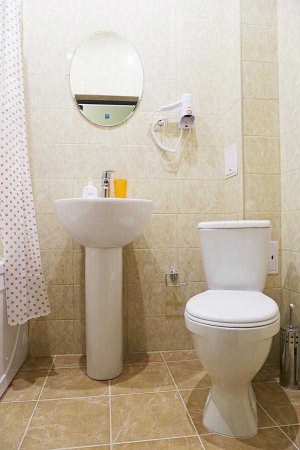 Туалетная комната номера Люкс отеля ДжаНат, Сухум, Абхазия