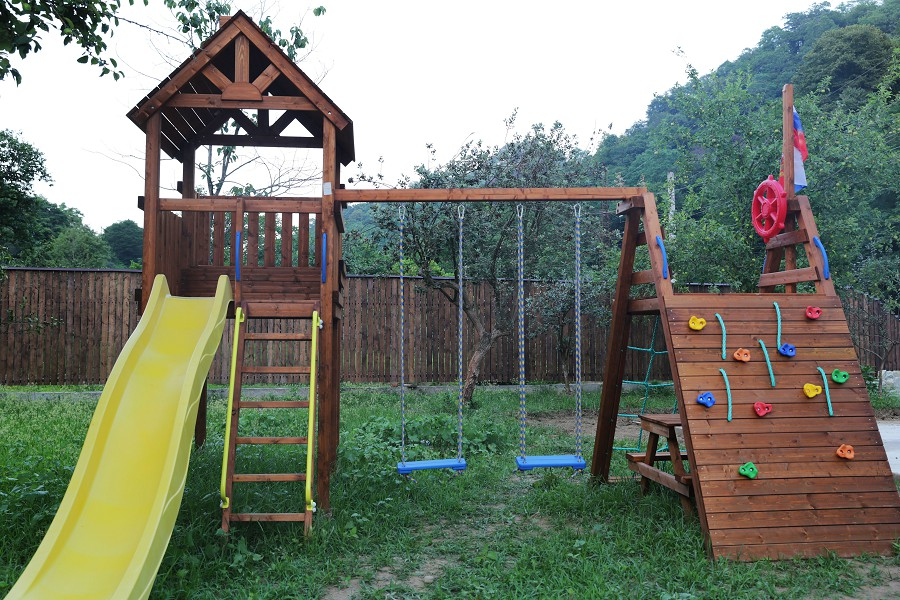 Детская игровая площадка отеля ДжаНат, Сухум, Абхазия