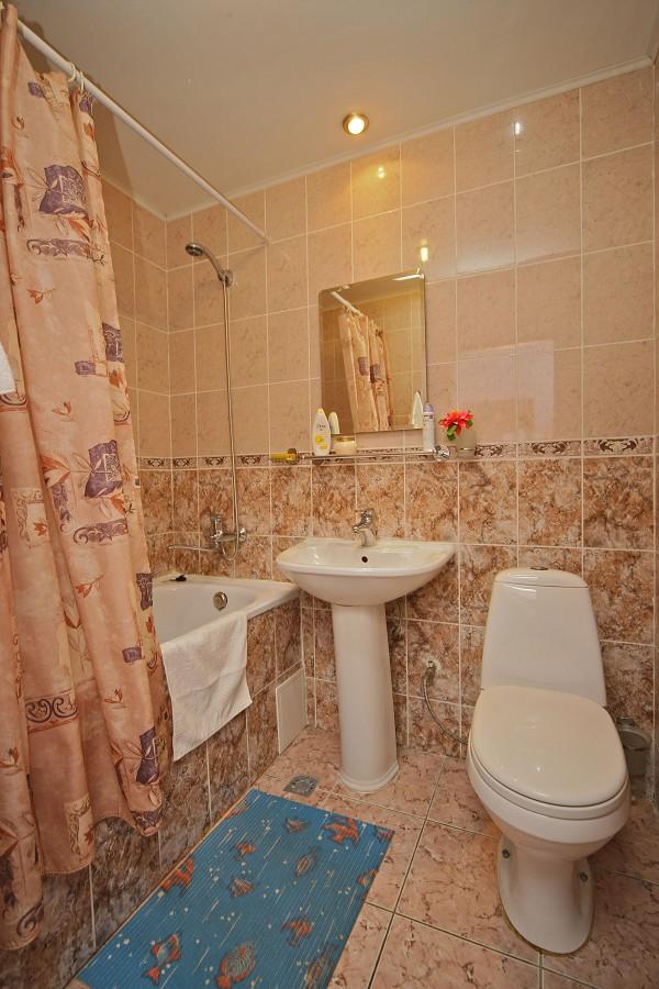 Туалетная комната в двухместном Стандартном номере пансионата Эдем