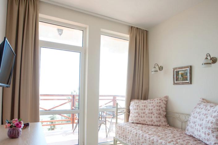 Апартаменты в мансарде с балконом и видом на море КК Эко-Village