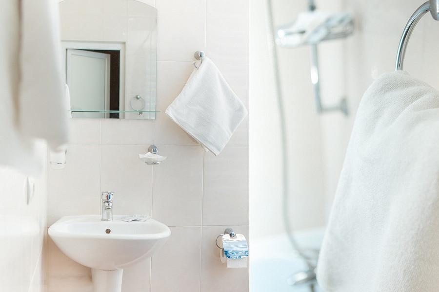 Туалетная комната номера Стандарт двухкомнатный 2* отеля Экодом Адлер