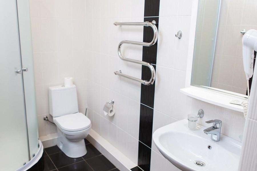 Туалетная комната номера Полулюкс 3* отеля Экодом Адлер