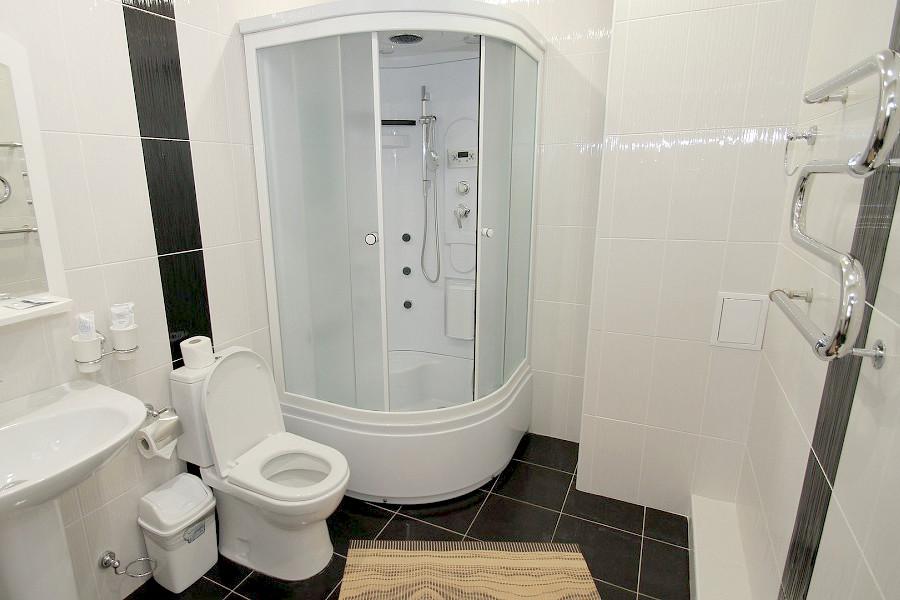 Туалетная комната номера Пентхаус 3* отеля Экодом Адлер